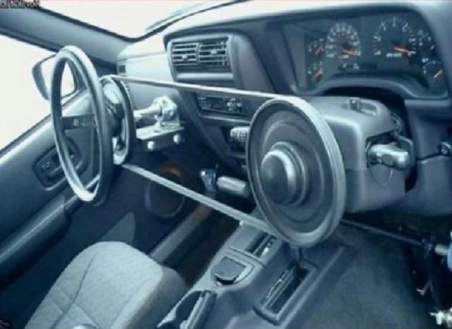 volante invertido manejar por la derecha