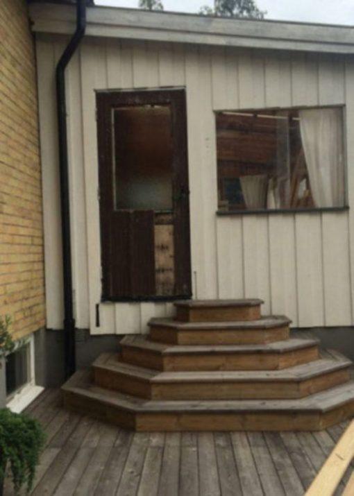 escaleras y puerta fail