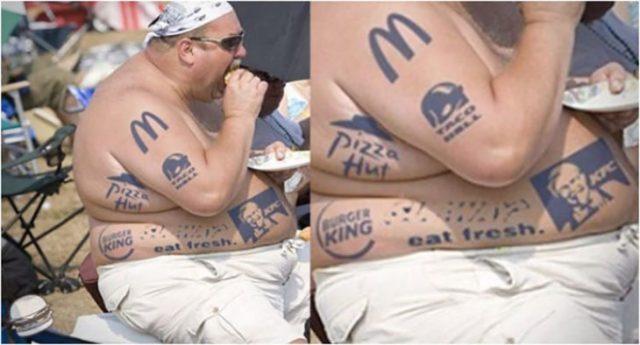 hombre gordito con tatuajes de comida rápida