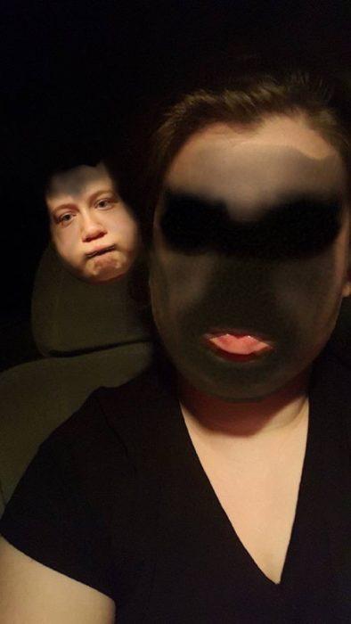 Face swap mujer y espectro al fondo
