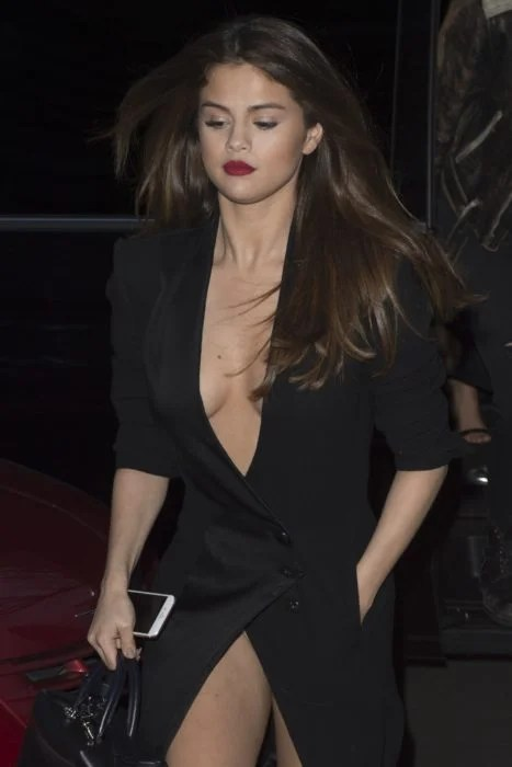 Selena Gomez vestido feo