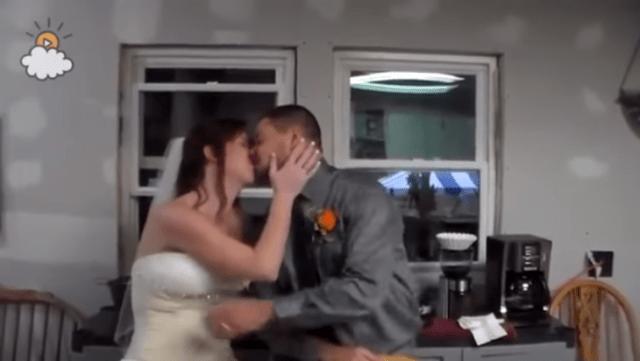 fiesta sorpresa prometidos boda felices