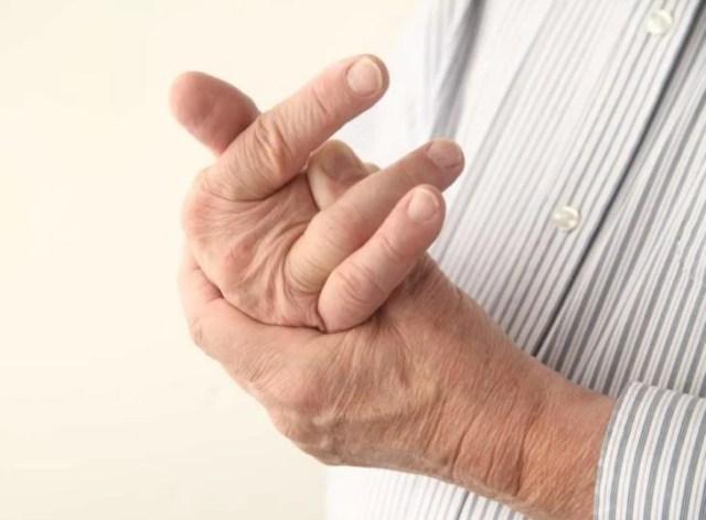 Tronarte los dedos