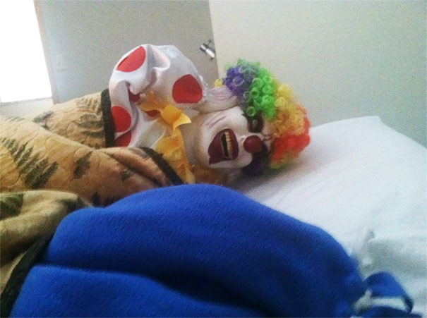 payaso gracieta roomate cama