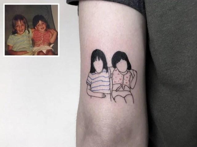 Tatuaje fotografía niñez - hermanas pequeñas