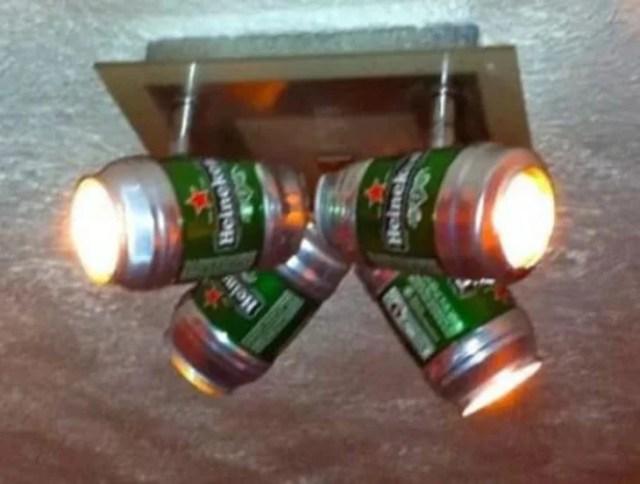 Lámpara con latas de cerveza