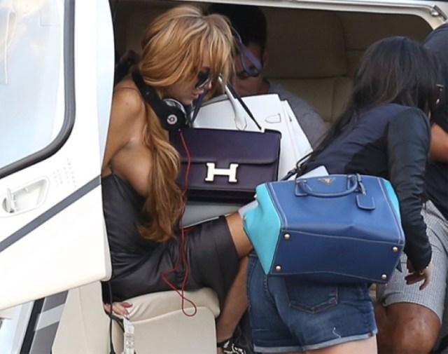 Beyonce desnuda bajando del auto