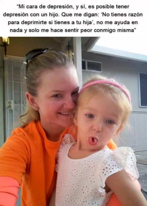mujer con su niña deprimida