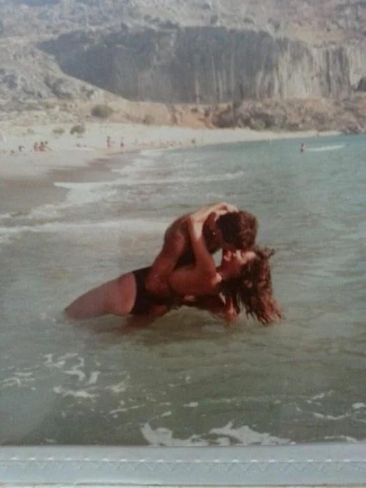 Padres cool amor en la playa