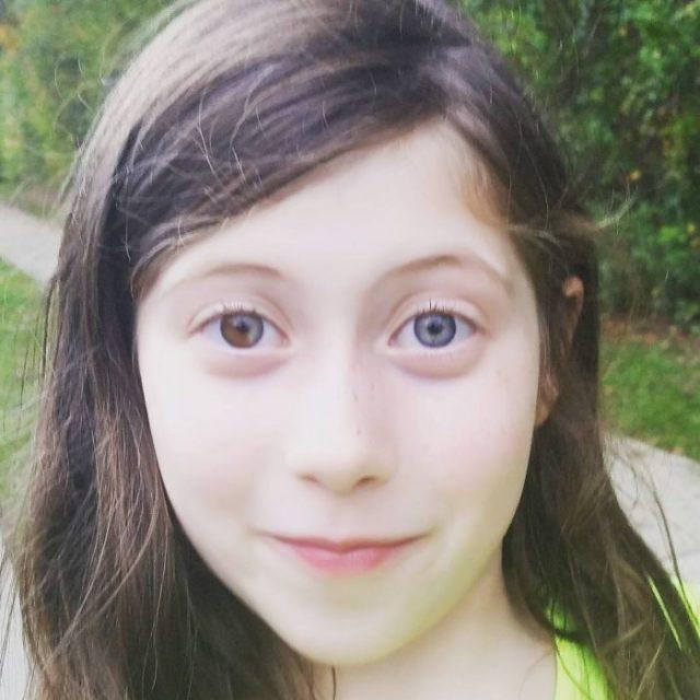 niña ojos colores