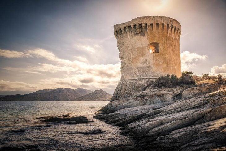 Torre de Mortella, Francia