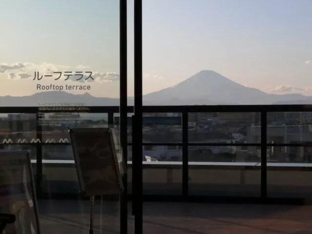 湘南モノレール「湘南江の島駅」のルーフテラス