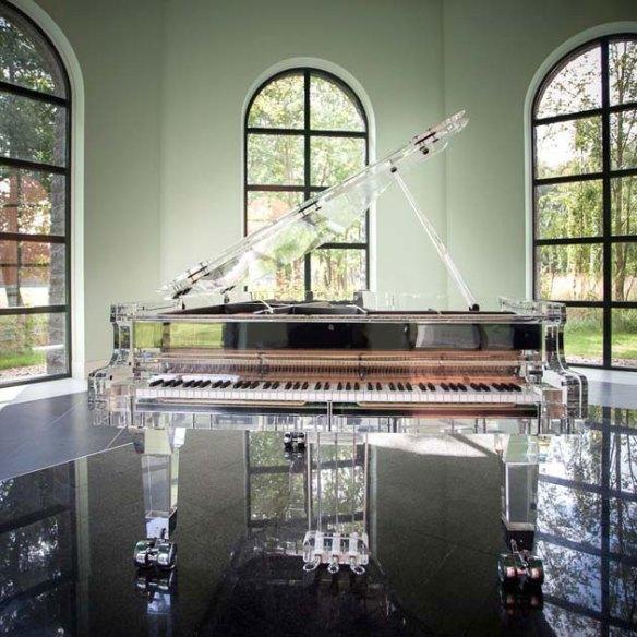 рояли от Crystal Music Company