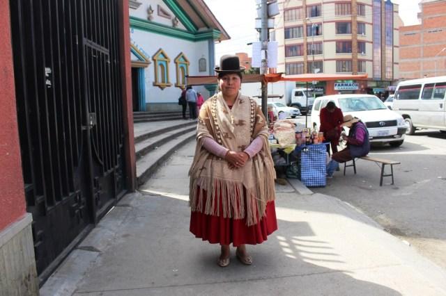 Sonia Siñani, en El Alto, en la puerta de Radio San Gabriel. Foto: JS.