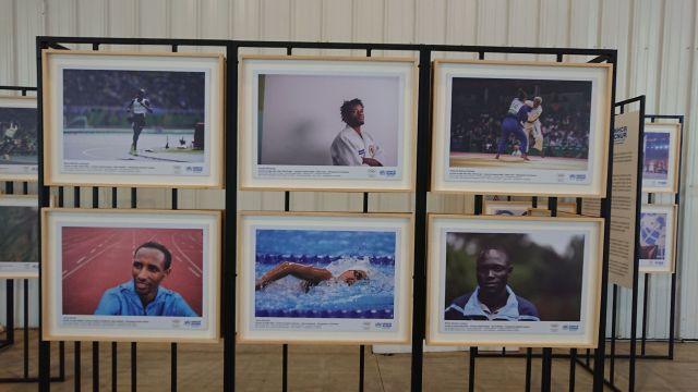 La muestra sobre los atletas refugiados en el predio de Tecnópolis, una de las sedes de los J.J.O.O. de la Juventud.