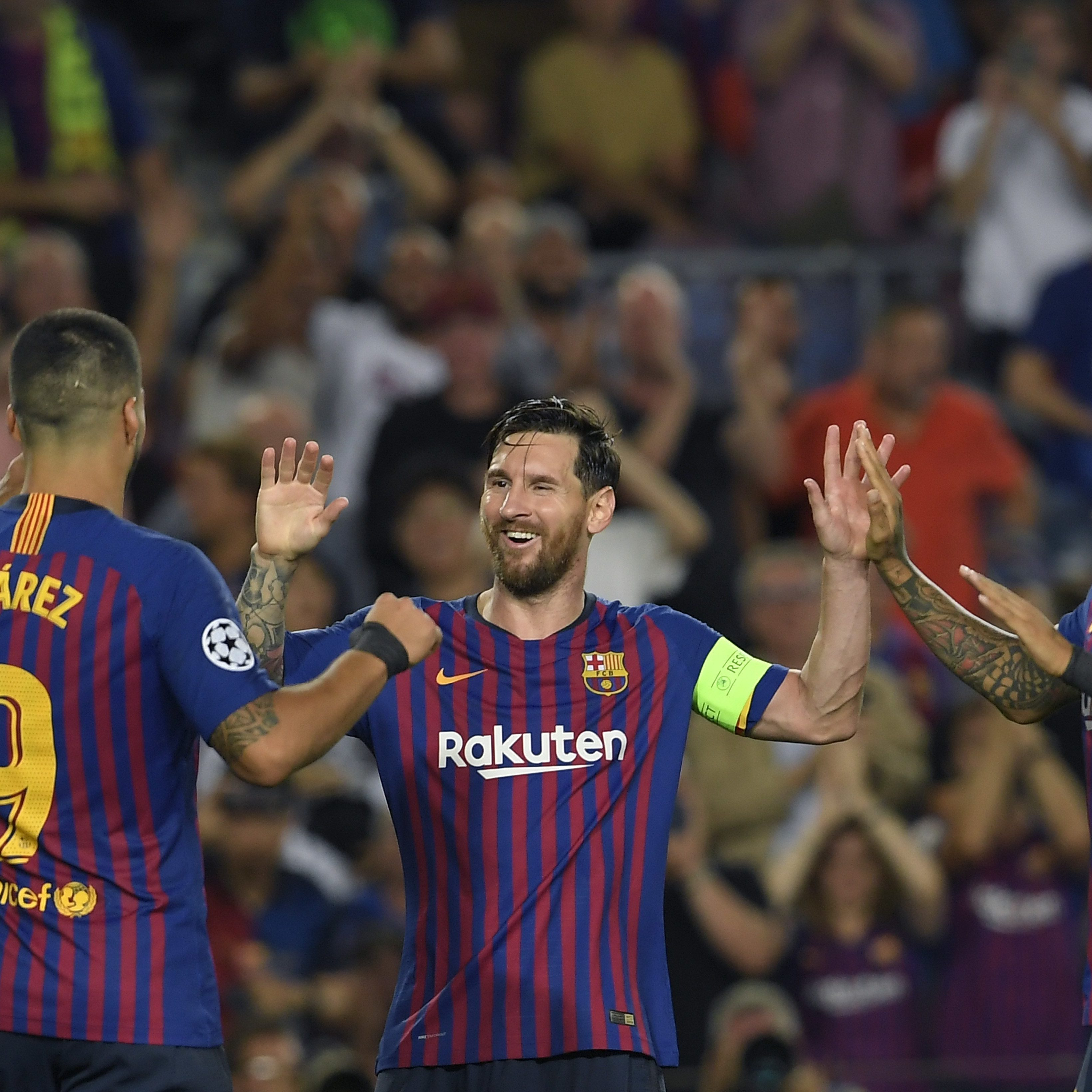 Barcelona's Argentinian forward Lionel Messi (C) celebrates with Barcelona's Uruguayan forward Luis Suarez (L) and Barcelona's Chilean midfielder Arturo Vidal after scoring his third goal during the UEFA Champions' League group B football match FC Barcelona against PSV Eindhoven at the Camp Nou stadium in Barcelona on September 18, 2018. / AFP PHOTO / LLUIS GENE