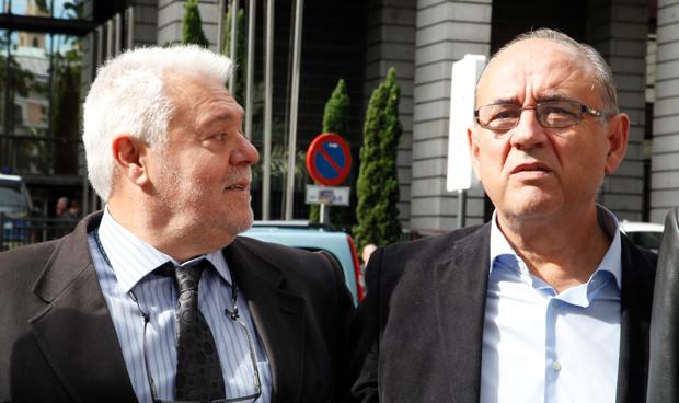 Albert Tomàs, vicepresidente de la Federación Europea de médicos Asalariados (FESM), junto a Juan José Rodríguez Sendín, presidente de la OMC.