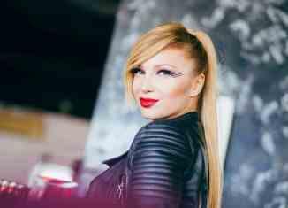 Lora Singuri in doi videoclip