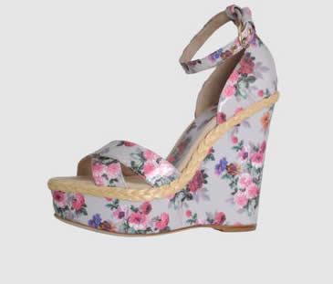 D&G sandali zeppa a fiori su Yoox