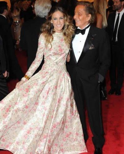 Sarah Jessica Parker in Valentino alla mostra Schiaparelli and Prada al Met