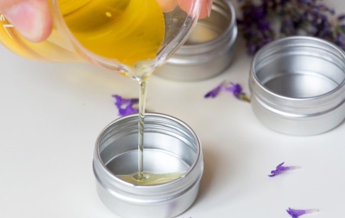 homemade-lip-balm-recipe-with-coconut-oils-8005856