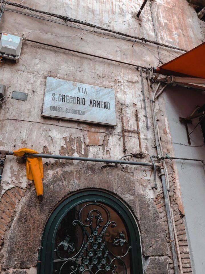 Cantastorie Napoli tour chiesa di San Gregorio armeno