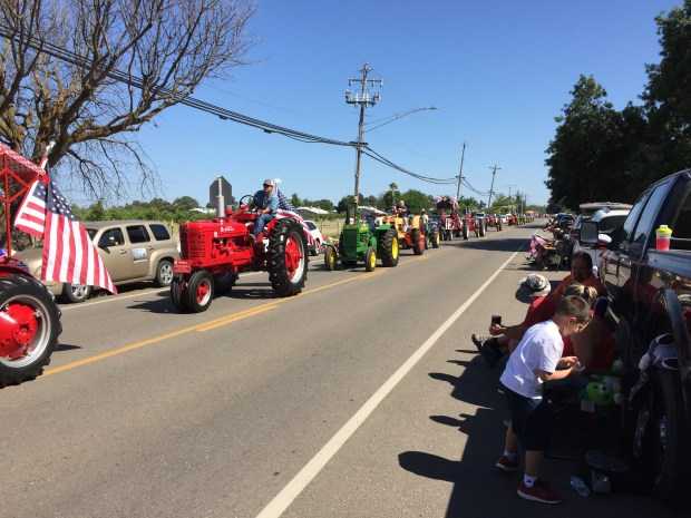Crowds line the streets for Los Molinos 4th of July Parade