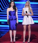 Kat Dennings & Beth Behrs' 2014 People's Choice Awards On Stage Looks