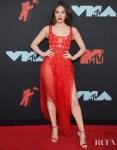Hailee Steinfeld In Aadnevik  - 2019 MTV VMAs