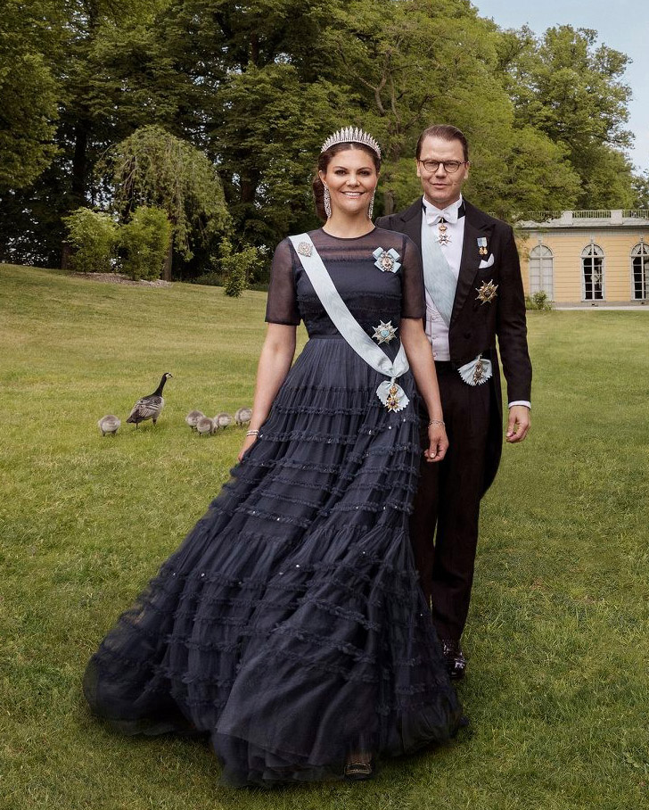 Crown Princess Victoria Celebrates Her 10th Wedding Anniversary In H&M
