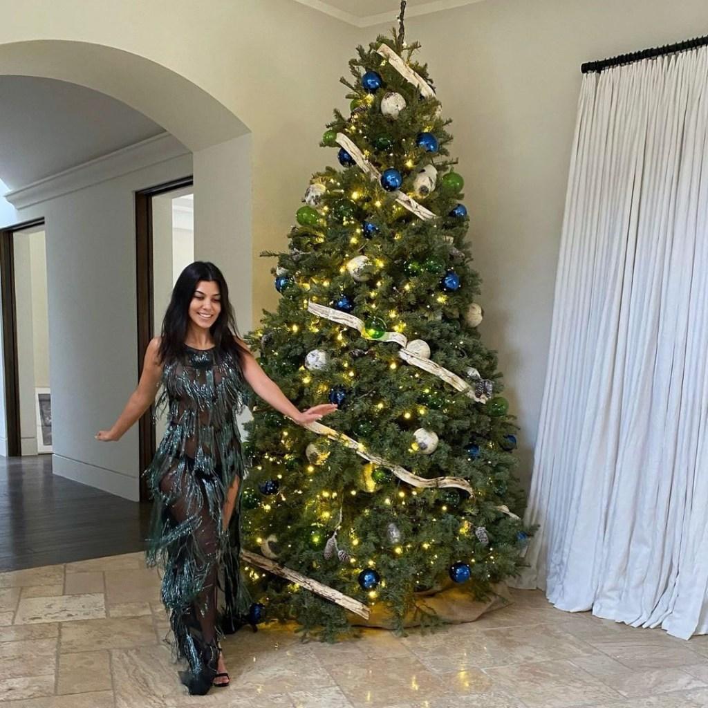 Kourtney Kardashian Gets Ready For Christmas In Azzaro