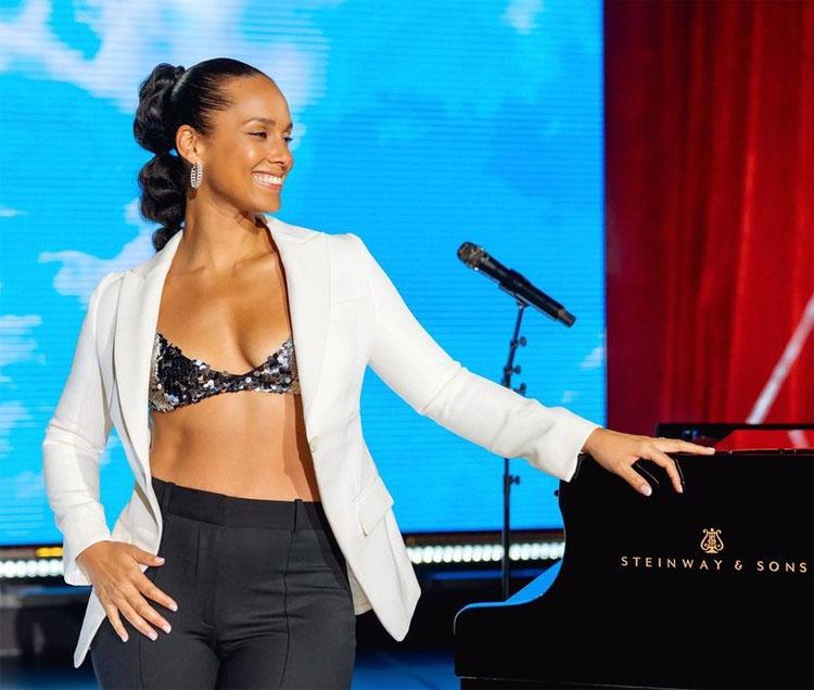 Alicia Keys Performed On Super Bowl Sunday Wearing Vera Wang