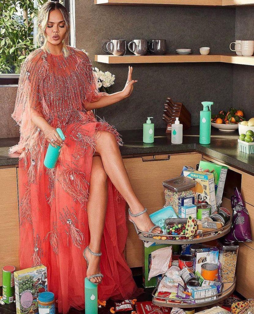 Chrissy Teigen Cleans Up In Pamella Roland