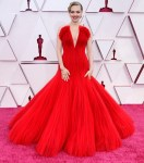 Amanda Seyfried Wore Armani Privé To The 2021 Oscars
