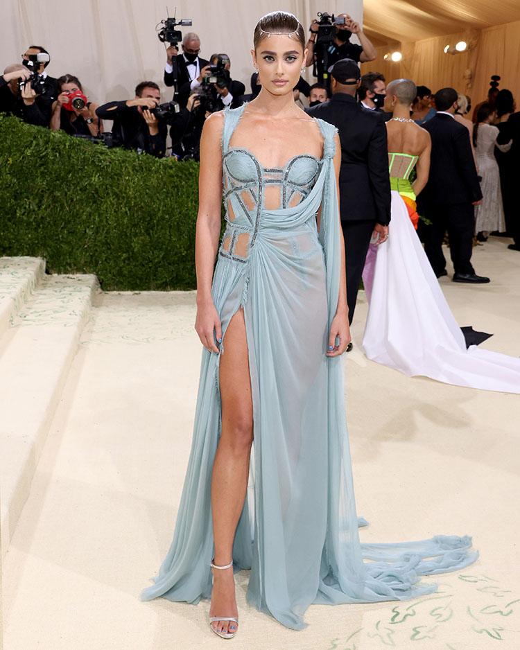 Taylor Hil in Atelier Versace - 2021 Met Gala
