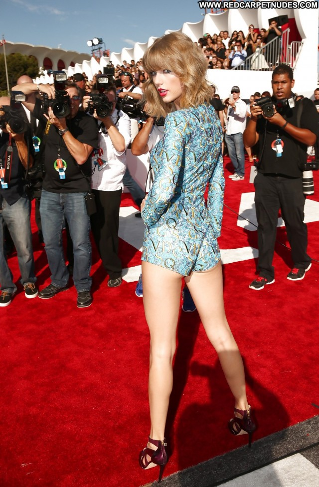 Taylor Swift Pictures Celebrity Famous Sexy Female Actress Hd