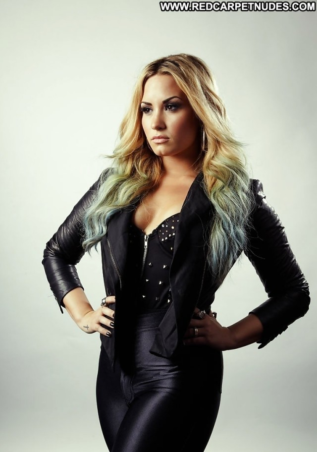 Demi Lovato Pictures Celebrity Babe Gorgeous Posing Hot Actress Cute