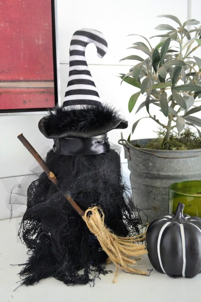 Mason Jar Crafts - Halloween Witch