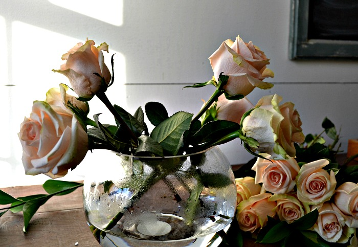 how to arrange roses in a rose bowl