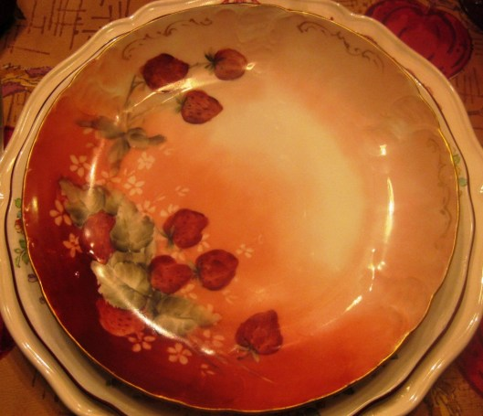 red bavaria plate place setting