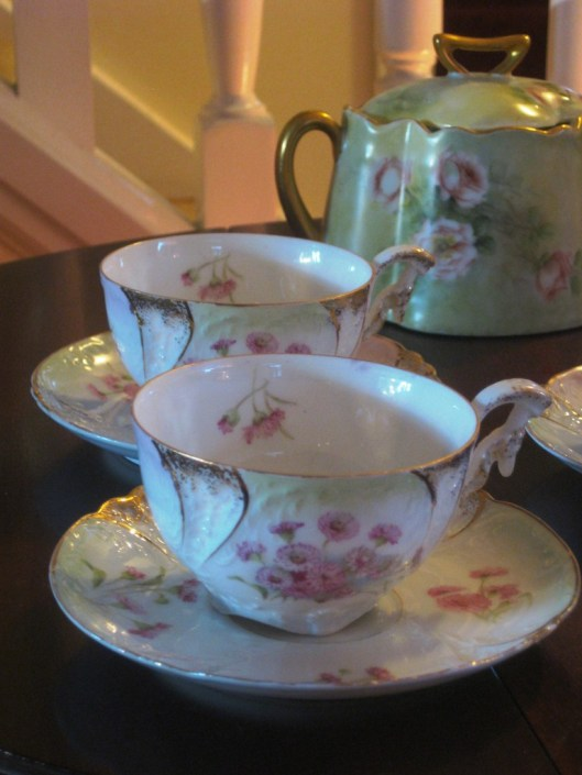 mint tea set partial view