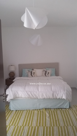 Guest bedroom turquose and white, custommade bedboard