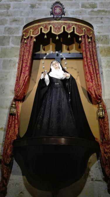 Nuestra Madre de luto para difuntos