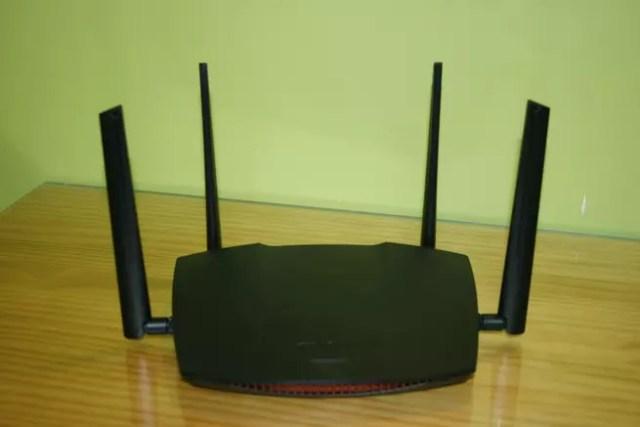 Router neutro con Smart Roaming Edimax Gemini RE21S con todo detalle