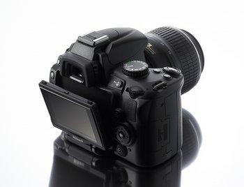 nikond5000 Nikon D5000   digital SLR with swivelly bits