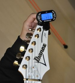 Guitar Tuner Clip – 3 in 1 mini guitar tuner and more