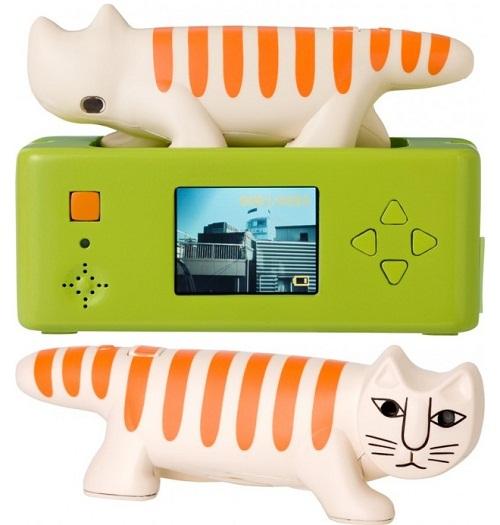 Necono Cat Camera is cute and tiny
