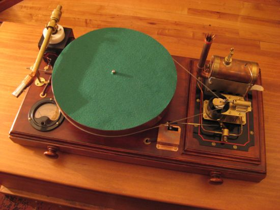 Steampunk Record Player lets you rock out like it's 1899