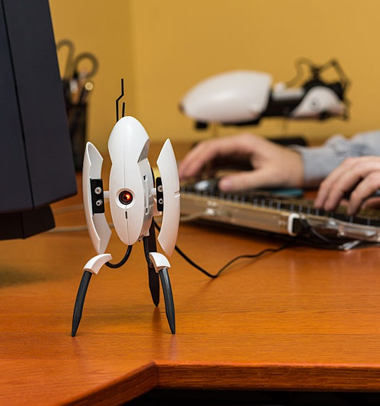 Portal 2 Sentry Turret USB Desk Defender will protect your paper clips