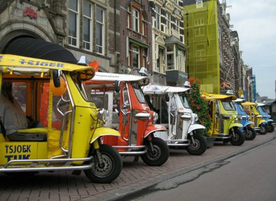 tuktuk2 Electric Tuk Tuk comes to Europe   doors? we dont need no stinkin doors...
